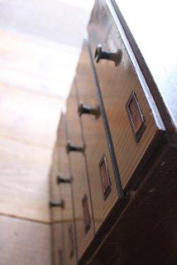 画像1: 古道具/古い木の名札付き5引き出し