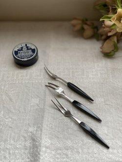 画像1: 古道具/デッドストック レトロなステンレスとプラスチックのヒメフォーク(ブラック)